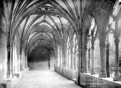 Eglise Saint-Gengoult et son cloître - Cloître : vue intérieure d'une galerie