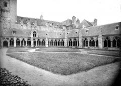 Ancienne cathédrale Saint-Tugdual et cloître - Cloître : vue d'ensemble