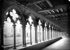Ancienne cathédrale Saint-Tugdual et cloître - Cloître : vue intérieure d'une galerie