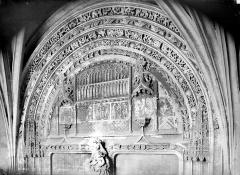 Eglise Saint-Jacques - Portail : Tympan et voussures