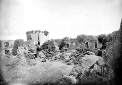 Ruines du château de Tonquédec - Cour