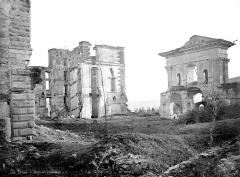 Château - Tour d'angle et portail