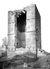 Château - Donjon, côté sud-ouest