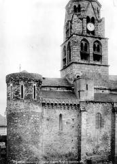Eglise Saint-Pierre - Façade sud : Clocher et partie fortifiée