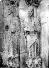Eglise Saint-Just - Portail de la façade nord. Statues du piédroit gauche : saint Just et saint Etienne