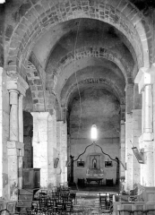 Eglise Saint-Just - Vue intérieure de la nef, vers l'ouest