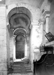 Eglise Saint-Just - Vue intérieure du bas-côté nord