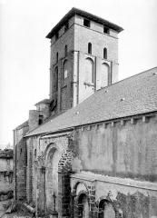 Eglise Saint-Vincent - Façade nord en perspective et clocher