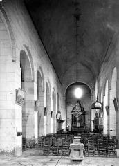 Eglise Saint-Vincent - Vue intérieure de la nef, vers le choeur