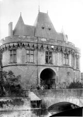 Ancienne porte Saint-Georges - Vue générale de la façade et du pont