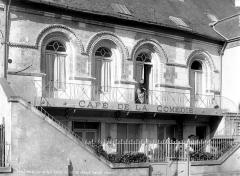 Ancienne abbaye de la Trinité - Anciens greniers, maison romane à l'enseigne du Café de la Comédie
