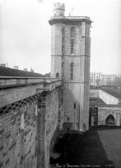 Château de Vincennes et ses abords - Porte nord, vue de profil