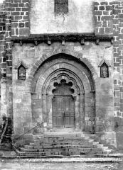 Eglise Saint-Pierre - Portail de la façade sud