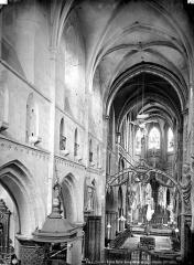 Eglise Notre-Dame - Vue intérieure de la nef, vers le nord-est, prise de la tribune