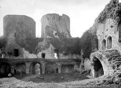 Ruines du château - Cour intérieure