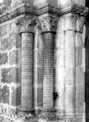 Ancienne commanderie de templiers Saint-Jean-Baptiste de Malleyrand - Portail de la façade ouest : colonnes de l'ébrasement gauche