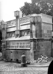 Fontaine Louis XII - Vue du côté nord-ouest