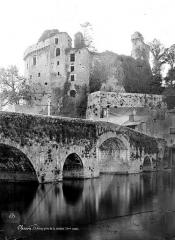 Château de Clisson - Vue d'ensemble prise de la rivière