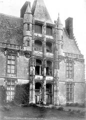 Château et ses abords - Pavillon d'escalier