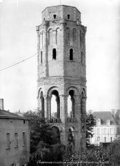 Ancienn abbaye Saint-Sauveur de Charroux - Tour octogonale
