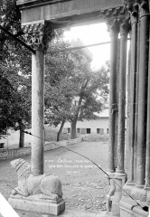 Eglise Notre-Dame (ancienne cathédrale) - Porche de la façade nord : pilier