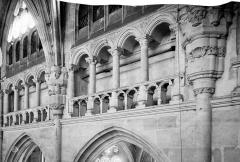Ancienne abbaye Saint-Taurin - Vue intérieure de la nef, côté sud : tribune