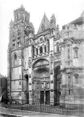 Eglise Saint-Gervais-Saint-Protais - Façade ouest