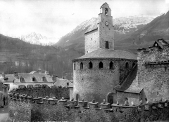 Eglise des Templiers - Abside et fortifications