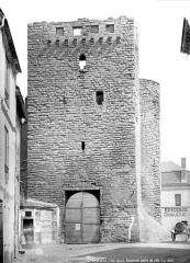 Restes des anciens remparts - Porte de Ville