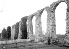 Vestiges de l'aqueduc romain - Vue d'ensemble