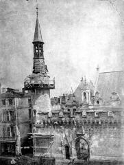 Hôtel de ville - Façade et campanile