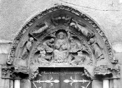 Eglise Saint-Pierre - Portail nord. Tympan : Christ en Majesté