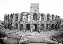 Amphithéatre ou Arènes - Vue d'ensemble extérieure avec la tour Roland