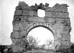 Arc de Diane et ses abords - Ruines de bains romains : Vue d'ensemble