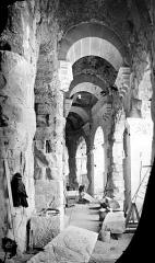 Amphithéatre ou Arènes - Vue intérieure d'une galerie du rez-de-chaussée