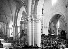Eglise collégiale Saint-Denis - Vue intérieure de la nef, prise du bas-côté nord vers le sud-est