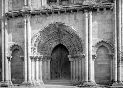 Ancienne église abbatiale Saint-Maurice, actuelle église Saint-Nicolas - Portail de la façade ouest