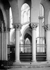 Eglise Saint-Nicolas-Saint-Lomer - Vue intérieure du déambulatoire : Piliers