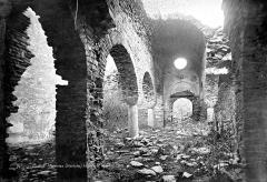 Abbaye de Saint-Martin du Canigou - Eglise : Vue intérieure de la nef vers l'ouest