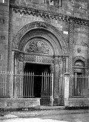 Abbaye de Charlieu - Eglise - Narthex : Portail de la façade nord