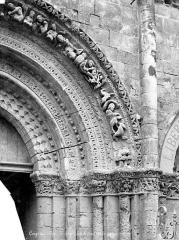 Eglise Saint-Léger - Portail central de la façade ouest : Voussures, côté droit