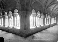 Eglise Sainte-Eulalie (ancienne cathédrale) - Cloître : Vue intérieure des galeries nord et ouest