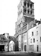 Eglise priorale Sainte-Croix - Façade sud : Clocher