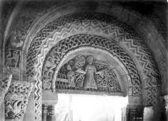 Eglise Saint-Pierre - Portail de la façade sud : Tympan
