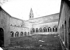 Ancienne abbaye - Cloître : Vue d'ensemble