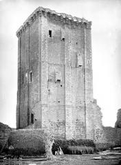 Château et église Notre-Dame - Donjon, côté nord-ouest