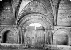 Ancien hôpital des Pèlerins - Passage de l'hôpital : Porte intérieure