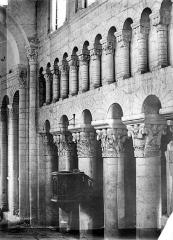 Eglise Saint-Genou (ancienne abbatiale) £ - Vue intérieure de la nef : Grandes arcades et triforium