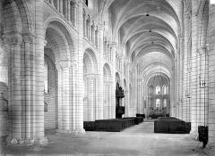 Ancienne abbaye Saint-Georges-de-Boscherville - Eglise : Vue intérieure de la nef vers le chœur