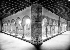 Cathédrale Notre-Dame de la Sède - Cloître : Vue intérieure des galeries